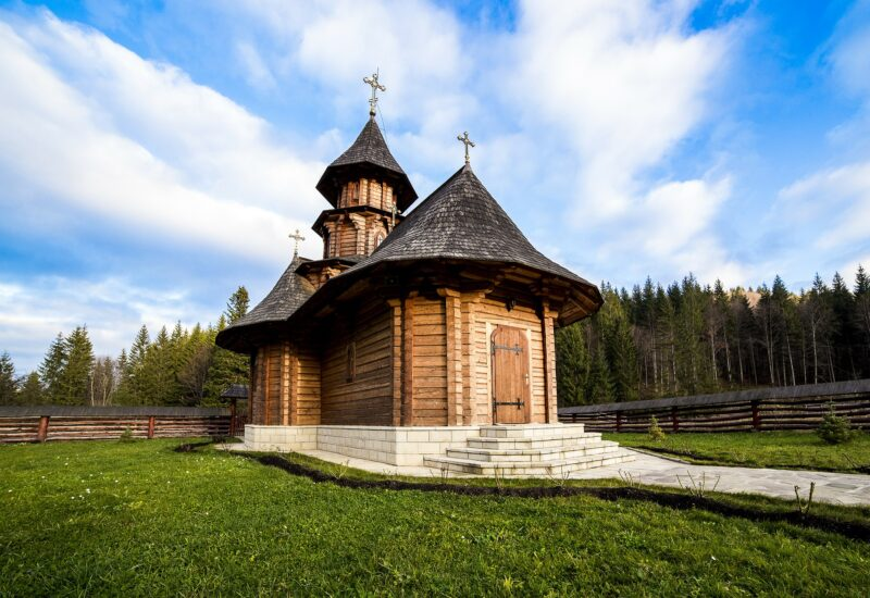 Romania-Bukovina-freepixabayfoto-sihastria-monastery-putnei-213762_1920