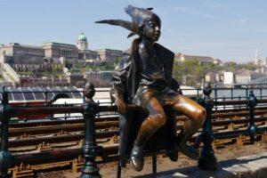 Budapest-freepixabayfoto-statue-105937_1920