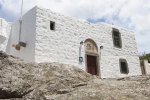 Patmos-Spilaio-Apokalipsis-personalfoto